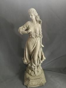 Schöne Frau (B/T/H)  27,5 x 26,5 x 81 cm